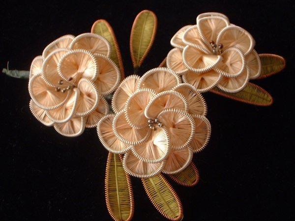 Цветы из ниток и проволоки 115