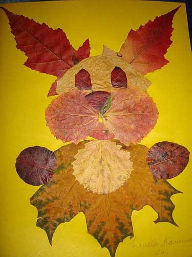 Зайчик из осенних листьев