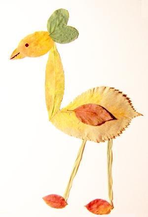 Птица из осенних листьев