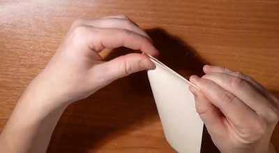 Снежинка из бумаги. Сложите лист пополам еще раз