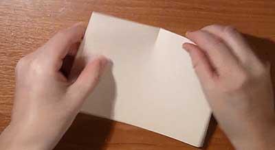 Снежинка из бумаги. Разогните лист