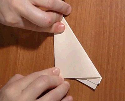 Снежинка из бумаги. Сложите треугольник пополам