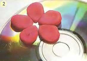 Солнышко из старого компакт-диска и пластилина