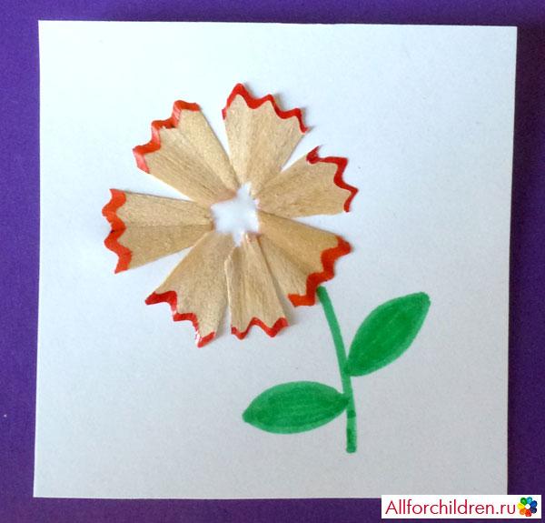 Рисуем фломастером стебель и листики