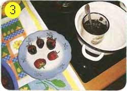 Готовим клубнику в шоколадных юбочках